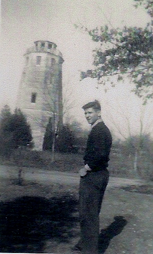 Hanrahan Tower (Dan in front yard) 10 Stephens St.